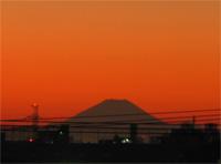 夕焼けの富士山のアップ